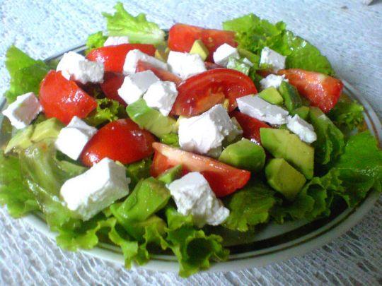 Салат авокадо курица помидоры сыр